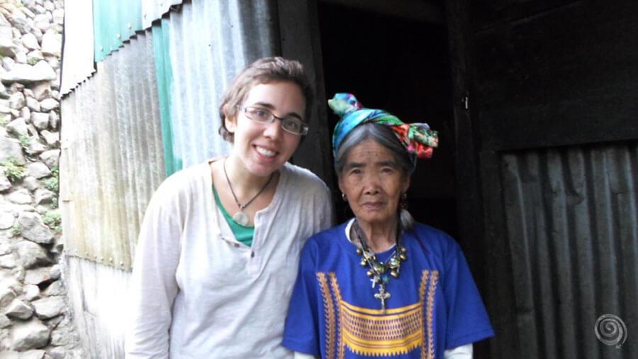 Tatuaje tribal de Whang Od, en Filipinas