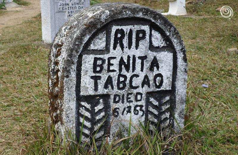 Tumba en el cementerio de Sagada, Filipinas