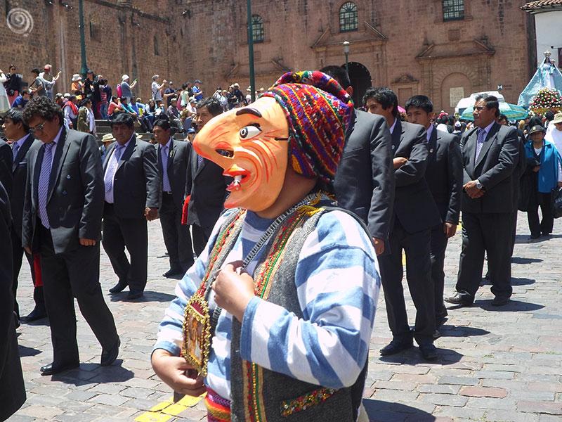Peruano vestido de español en Cusco