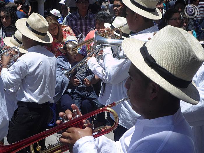 Músicos tocando en Cuenca