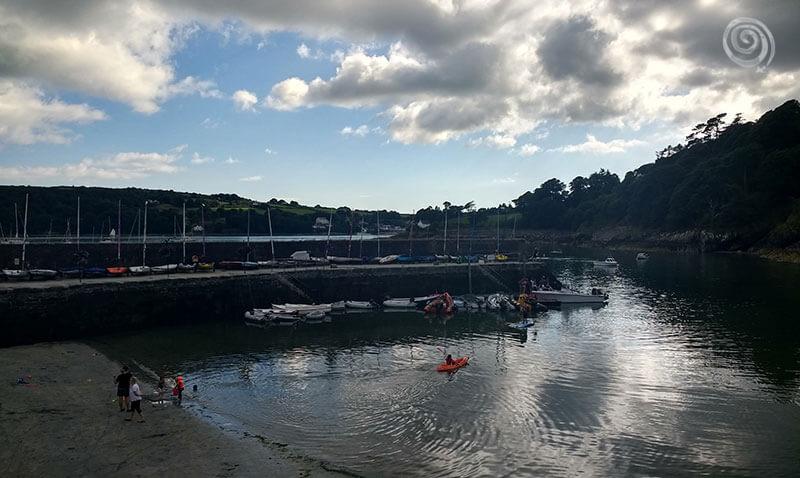 Puerto con barcos en Glandore al oeste de Irlanda (West Cork)