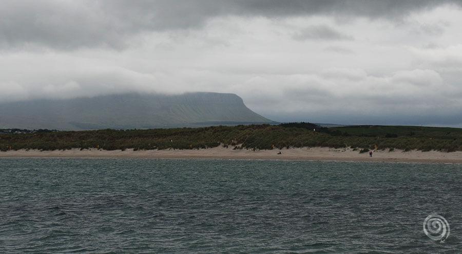 Irlanda playa y montaña